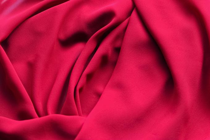 赤いバラの様なテキスタイル素材