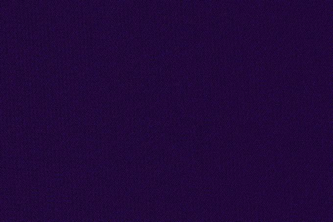 紫色のサラサラとした手触りの布
