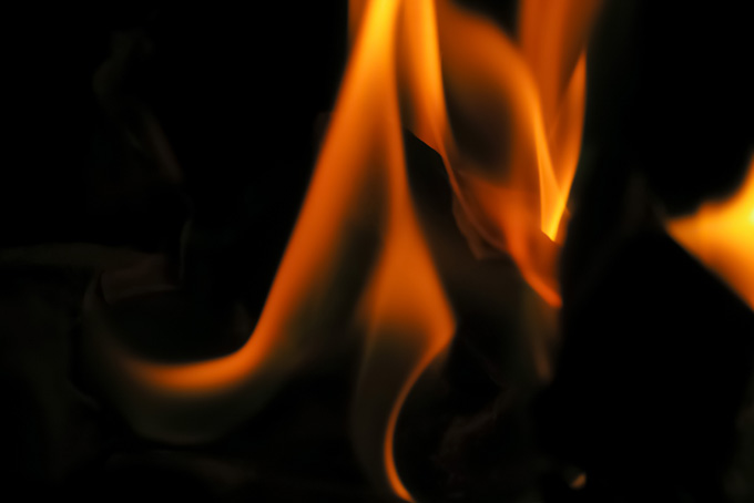 滑らかに揺らめく火