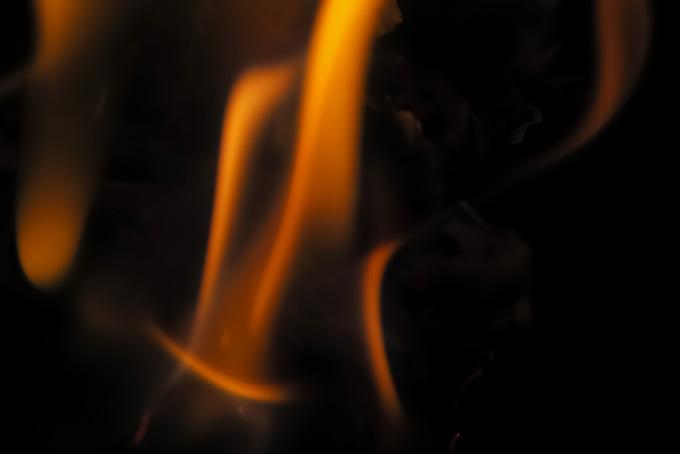 踊るように燃える炎