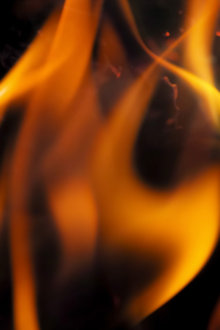 炎 黒背景