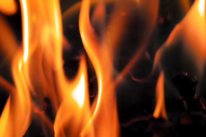 炎 黒背景(炎の画像)
