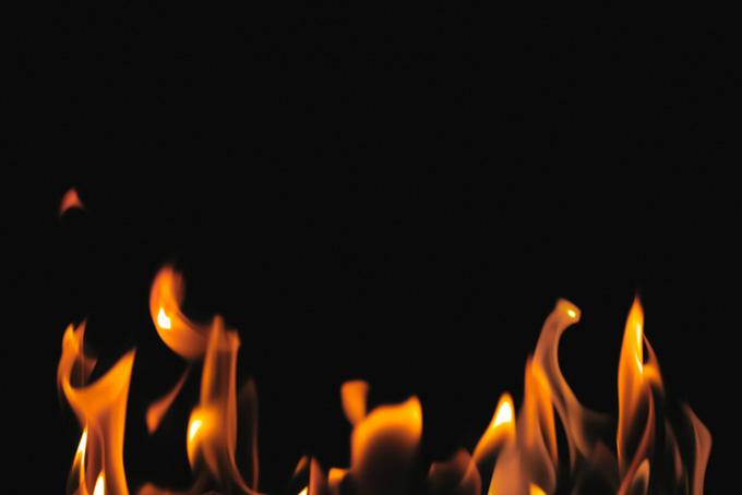 燃える火(炎 素材の画像)