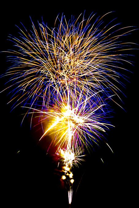 夏の夜を華やかに彩る花火大会