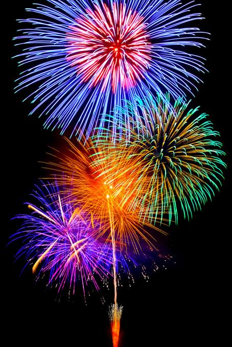 色鮮やかな大輪の花火