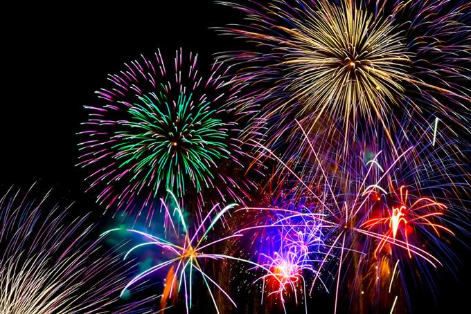 祭りを盛上げる花火画像(花火 フリーの画像)
