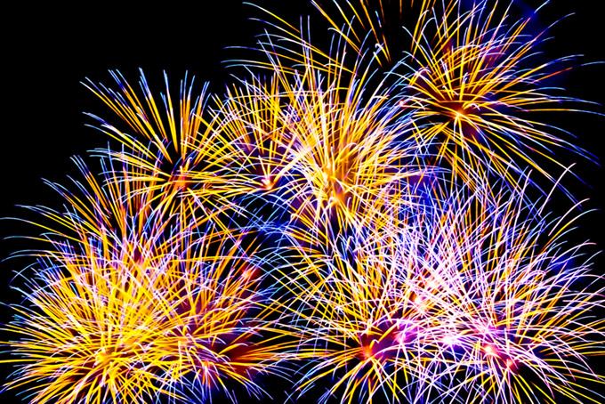 夜空に光輝く花火の写真素材(花火 フリーの画像)
