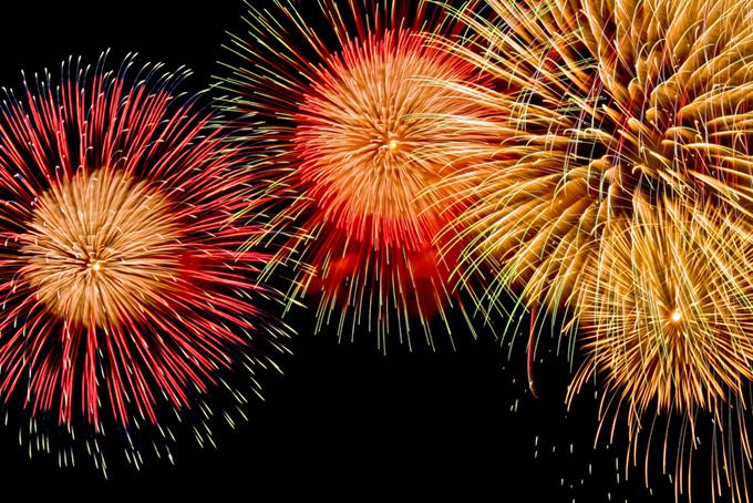 燦然と輝く夏の花火の風景素材(花火 フリーの画像)