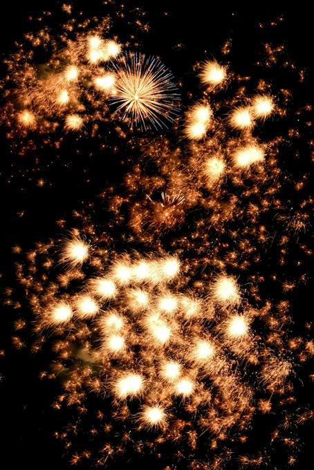 夜空を彩る夏の花火