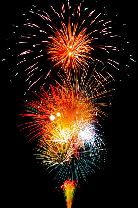 夜の大空を飾る花火