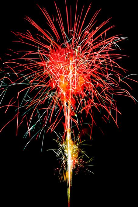 夏の夜を照らす花火