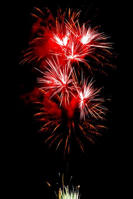 燦然と光り輝く花火
