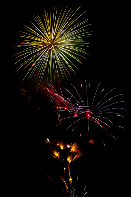 光彩が飛び散る花火
