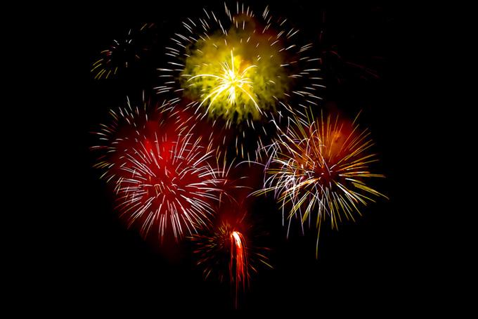 色鮮やかな花火の花火大会