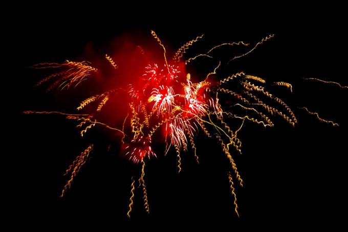 夜空に輝く花火の花火大会