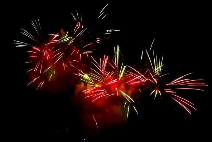 夜空に広がる花火の花火大会