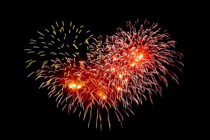 夏の夜空と花火の花火大会