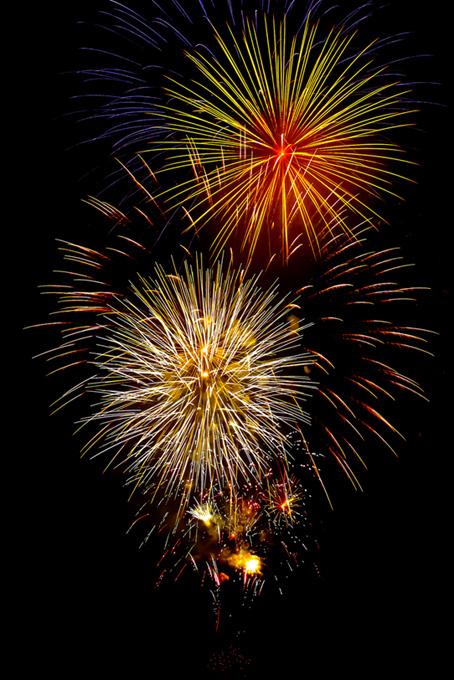 彩り豊かな花火と夜空のテクスチャ