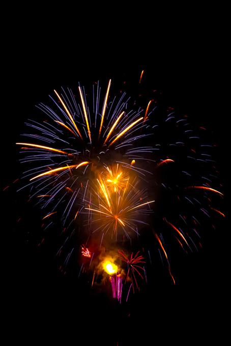 色鮮やかな花火と夜空のテクスチャ
