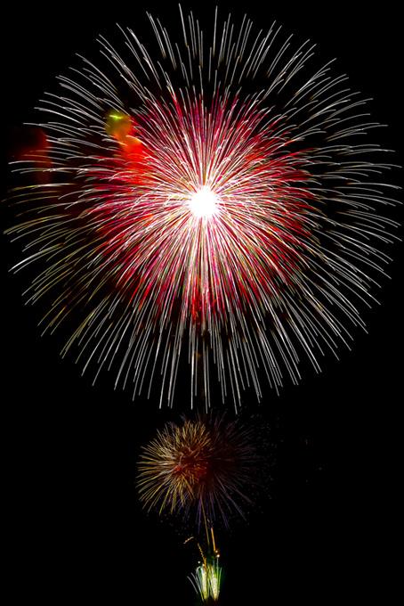 色とりどりの大きな花火