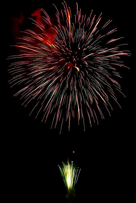 煌めく大きな花火