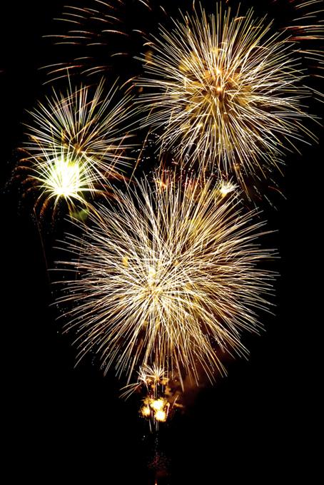 光り輝く日本の花火
