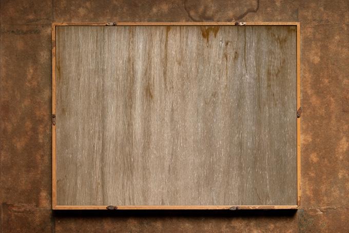 レトロな木製額縁の裏面