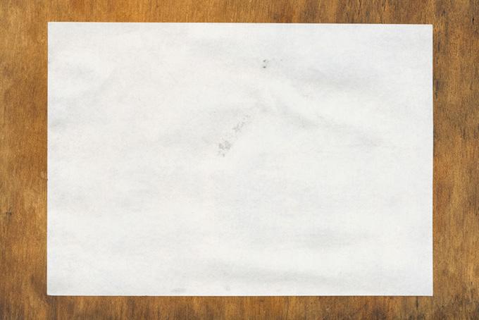 板に貼られた紙
