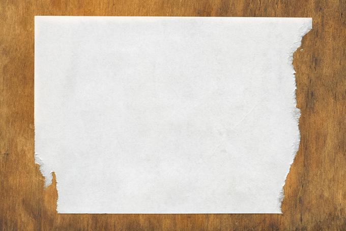 両端を剥がされた紙