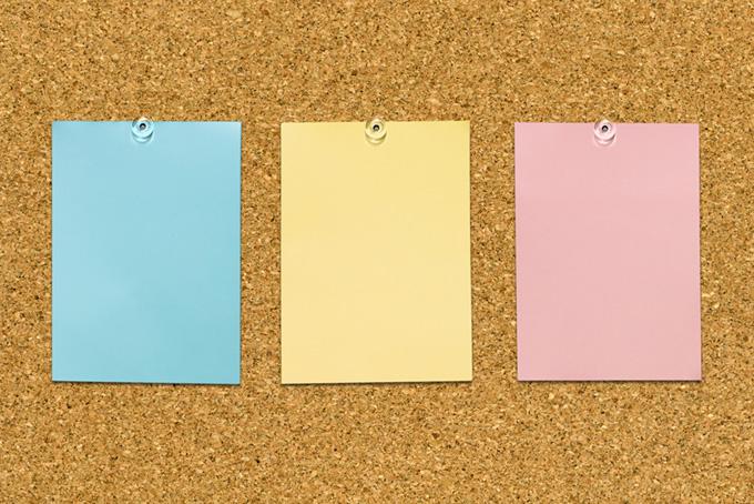 紙とコルクボードの背景素材