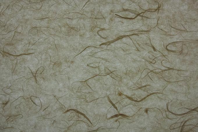 長い楮筋がある薄墨色の雲龍和紙