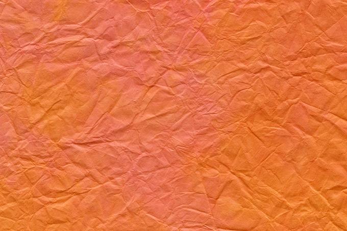 皺が入った橙色の揉染め和紙