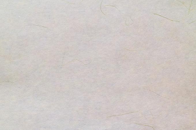 細い筋がある生成り色の和紙