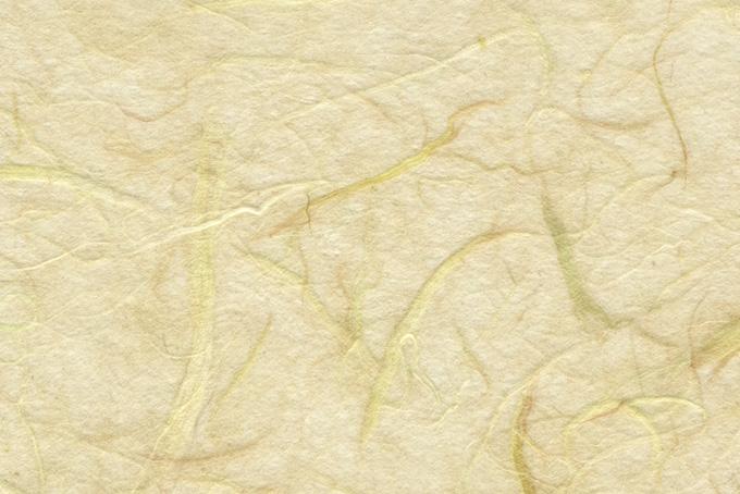 荒々しい筋の入った淡黄蘗の和紙