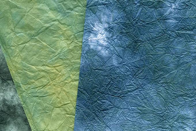 渋い色合いに染めた和紙の背景
