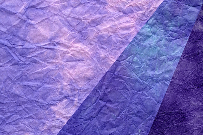 紫系の三枚のもみ染め和紙背景のテクスチャ