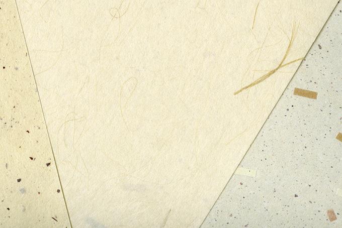 皮と筋と模様のある三枚の和紙のテクスチャ