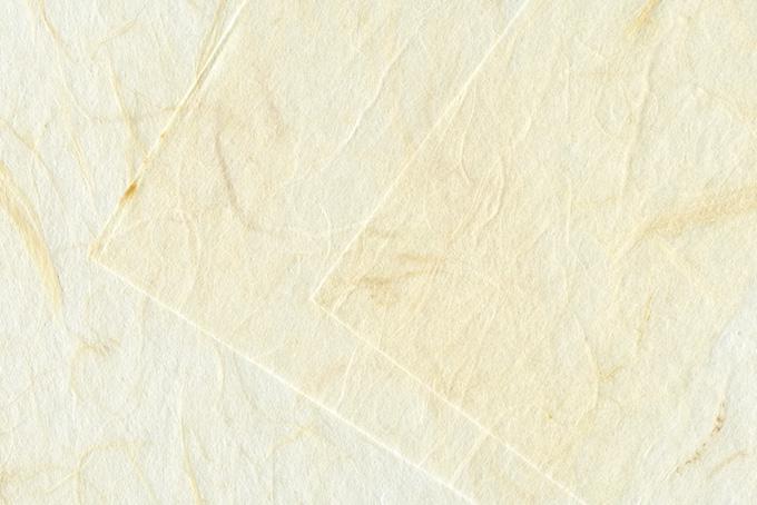白い雲竜和紙を重ねた背景のテクスチャ