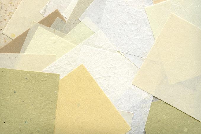 素朴な風合いの沢山の和紙のテクスチャ