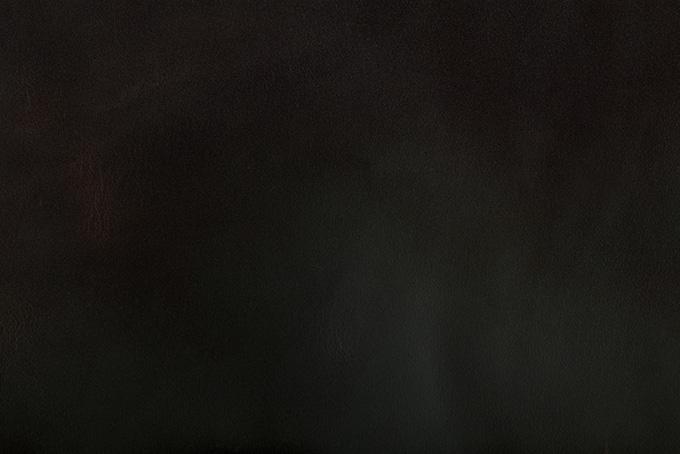 鈍い光沢のある黒い革
