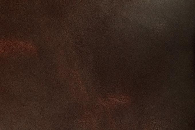 使い込まれた赤茶色のコードバン(革 テクスチャのフリー画像)