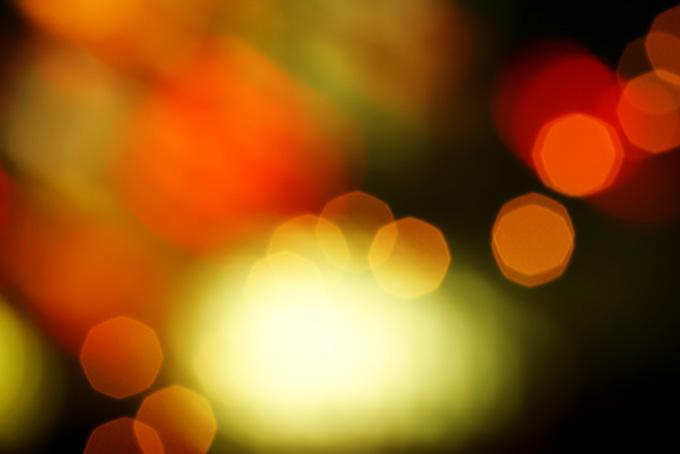 光源と赤いボケ