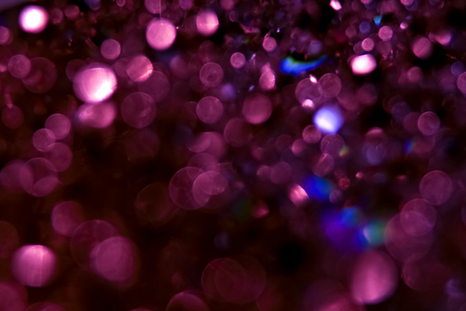ピンク色の光が輝く