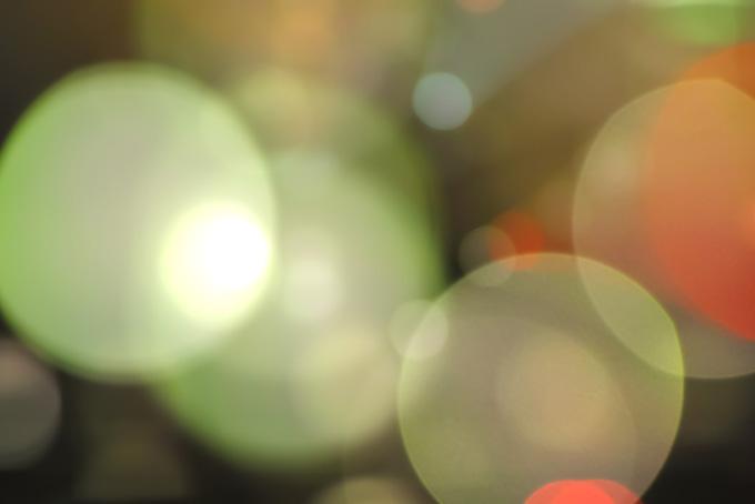 ライトアップの眩い光源の画像