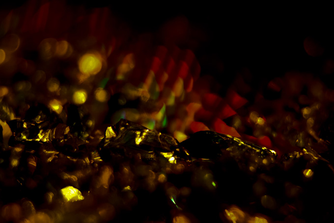 暗闇の黄色い光
