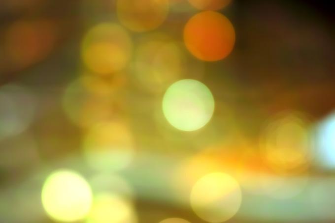 光・輝く玉