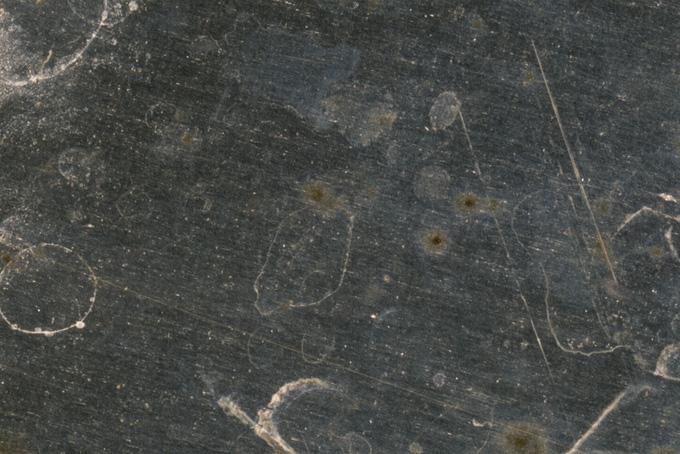 腐食が進む重厚な鉄のテクスチャ(金属 テクスチャのフリー画像)