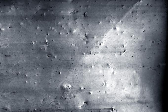 傷付けられたハードなイメージの鉄