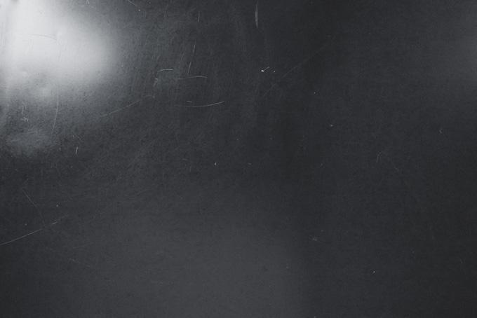 光を反射するメタル