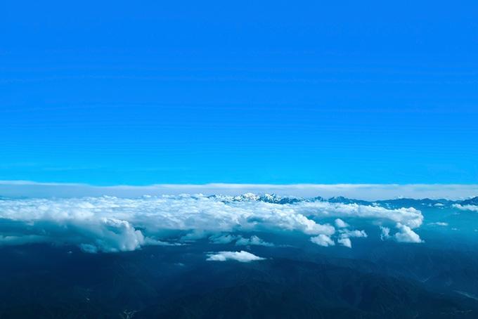 山と雲が織りなすパノラマ風景